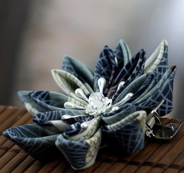 Cloud Crane - Kanzashi Flower Hair Clip