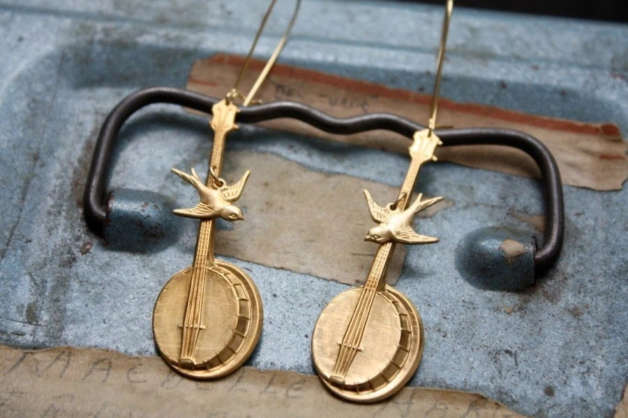 Dueling Bluegrass Banjos with Singing Songbird Earrings
