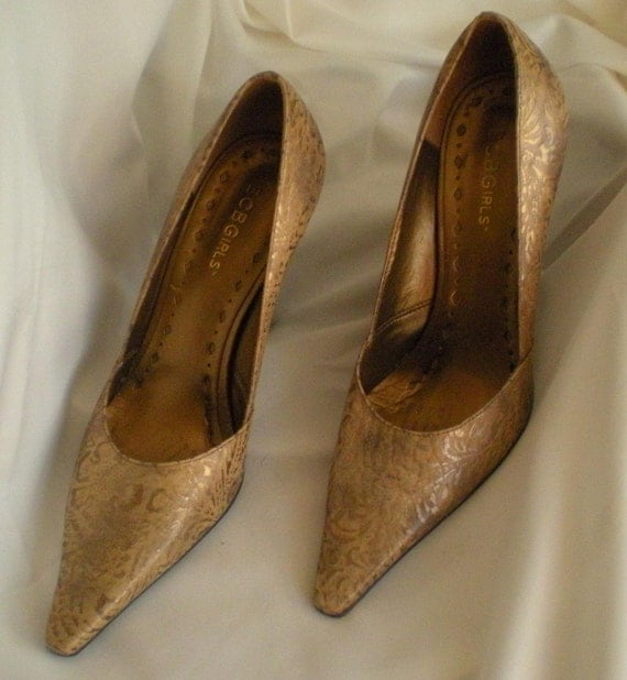 FABULOUS BCBGirls burnt  Gold and brown high heel shoes size 7B
