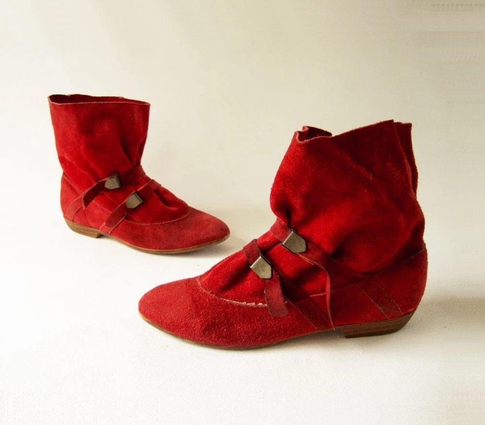 Adorable 1980s Vintage Red Suede Elf Boot Sz 5