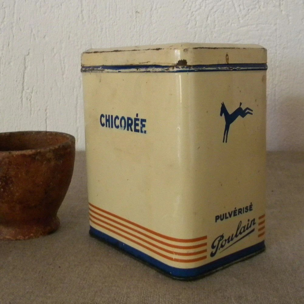 Vintage French country tin box