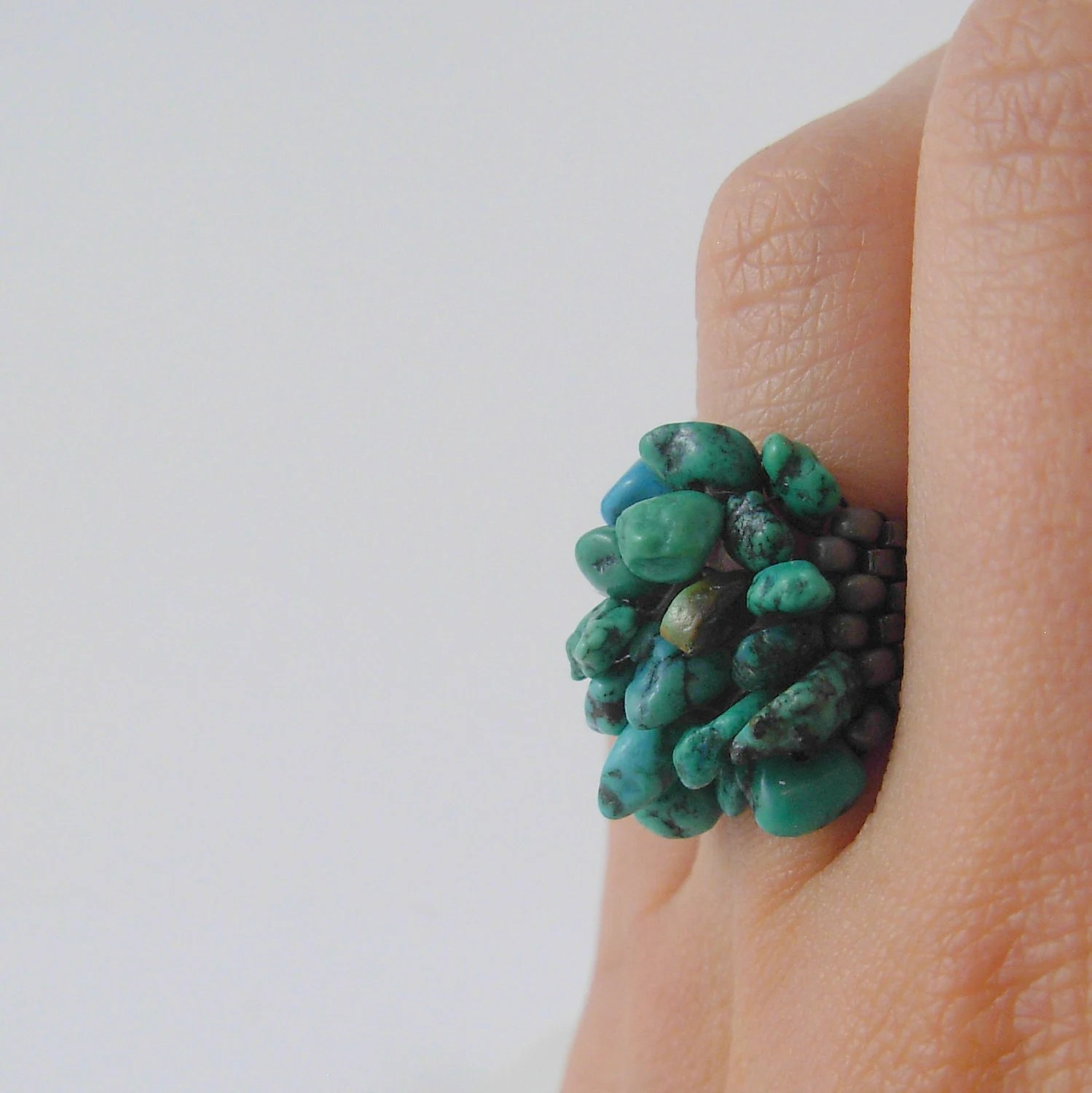 Beadwoven boho ring with gemstone chips in blue green turquoise Size 8