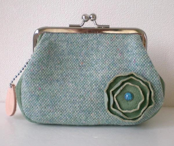 Leather and wool wide side purse - Mint green