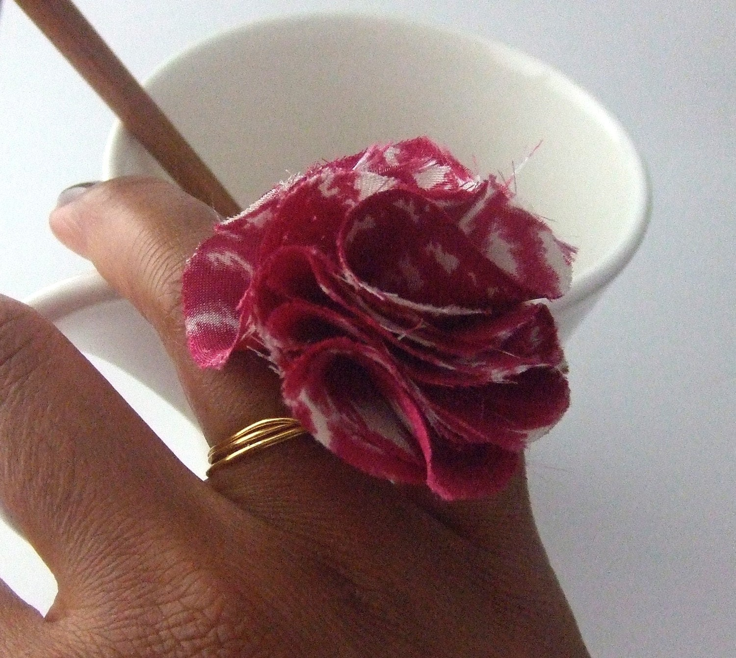 White & Magenta Satin Gold Ring
