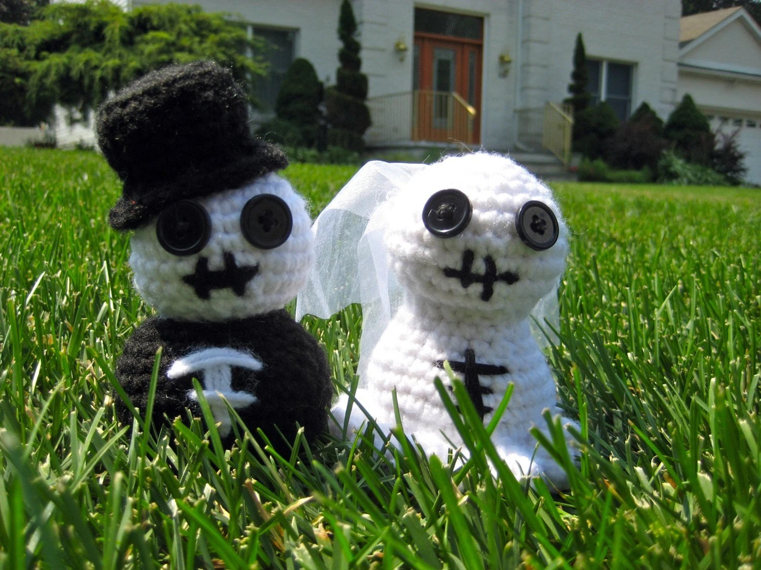 Skeleton Bride and Groom Crochet Amigurumi Wedding Favor Cake Topper Dolls