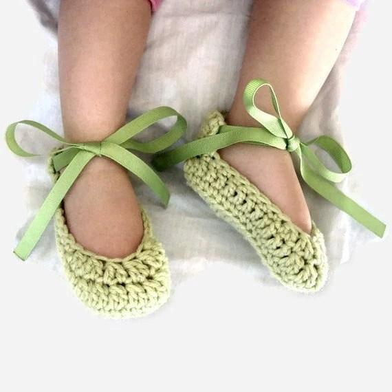 PDF-Crochet Ribbon booties newborn to 9 months