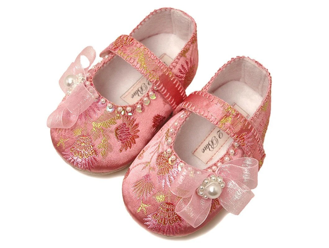 The Eloise babyshoe/slipper/bootie by Pink2Blue on Etsy.