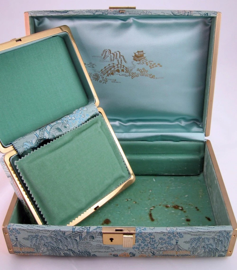 Vintage train case and 2 jewelry boxes