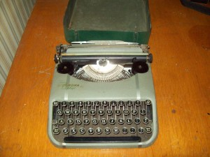 Old fashioned typewritter key faces psd typewritter font gimp
