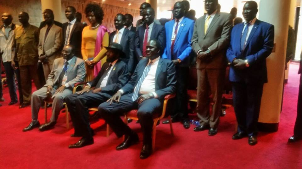 Salva Kiir and Lol Gatkuoth posting for a picture with unidentified members of Nuer community in Addis Ababa, Ethiopia(photo: file)
