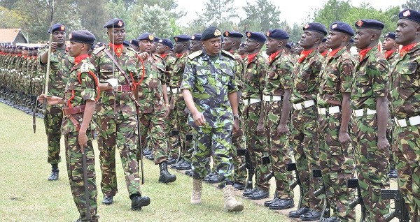 President Uhuru Kenyatta inspecting the KDF, a call that worries Kenyan Opposition as Mr. Uhuru may try to stay in power by force like his counterparts(Photo: file)
