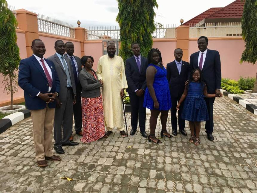 Ambassador Ezekiel Lol Gatkuoth and journalists post for a picture at J1 after visiting President Kiir to receive his condolences(Photo: file)