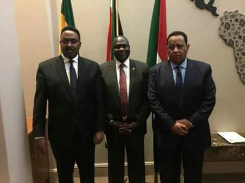 South Sudan's former Vice President, Dr. Riek Machar Teny, posts for a picture with H.E. Workneh Gebeyehu, the minister of foreign affairs of the Federal Republic of Ethiopia and H. E. Prof. Ibrahim Ghandour, the minister of Foreign Affair of the Republic of Sudan after consulting him in Pretoria, South Africa, Oct 5th, 2017(photo: file)