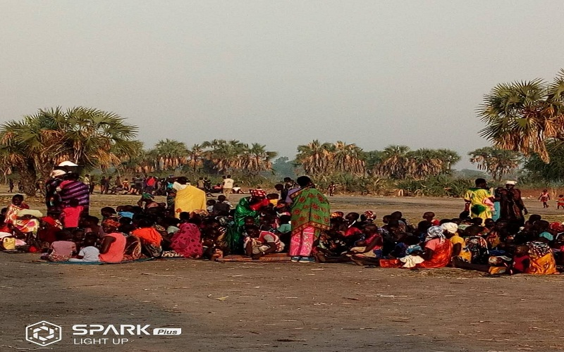 IDPs at Leer as they line-up for aid near Leer town on May 7th 2018 (Photo credit: Nyamilepedia)