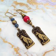 プレート タグ アシンメトリーピアス 猫の神様バステト エジプト神 アンティーク風 アクリル 真鍮 エスニック レッド ブルー