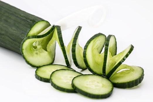 le jus de concombre est très éfficace pour lutter contre les peaux grasses