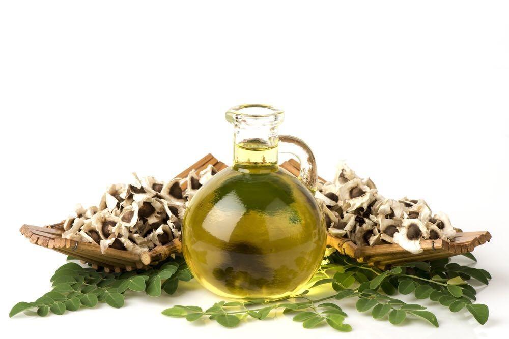 l'huile de moringa sur cheveux crépus et frisés secs