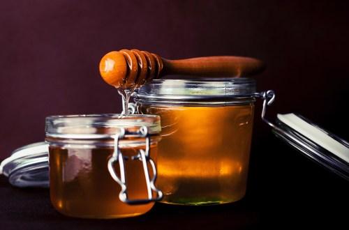 les bienfaits du miel sur la peau et les cheveux