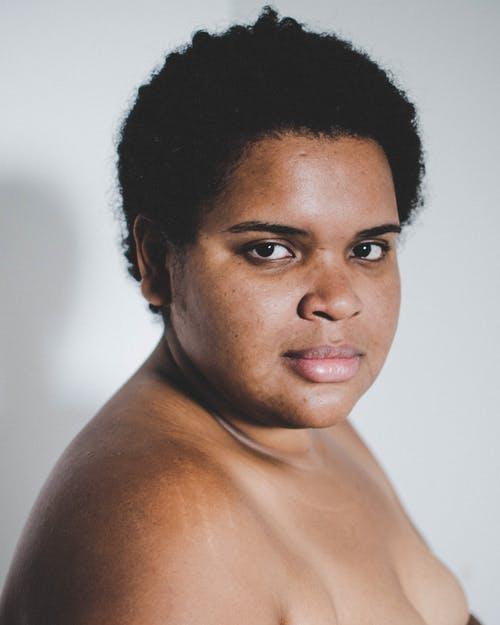 le cancer du sein en afrique, ses symptomes, causes, traitements et pronostics de survie
