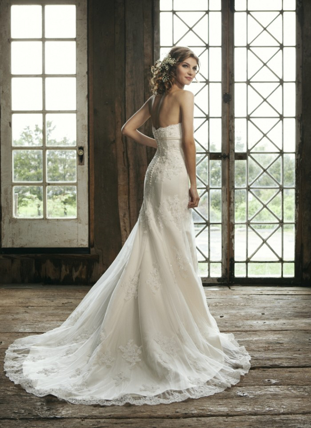 Choose A Wedding Dress Train That Is Right For Your Venue