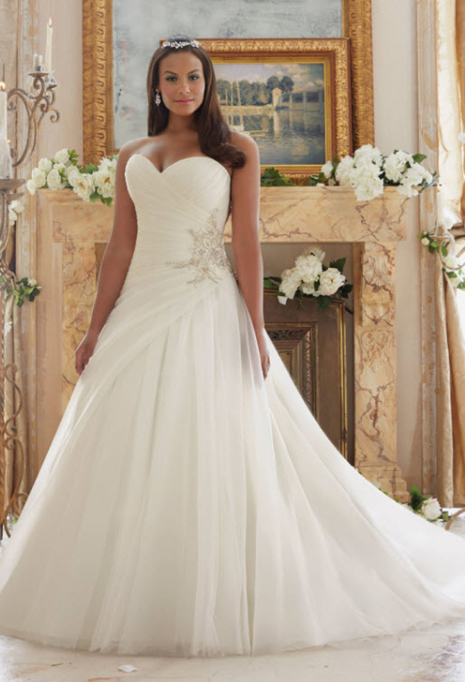 Enchanted Offerings: Plus-sized Wedding Dresses At NYB&G