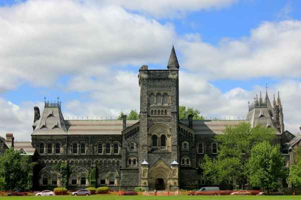 Moving to Canada for college opportunities like campus on the picture