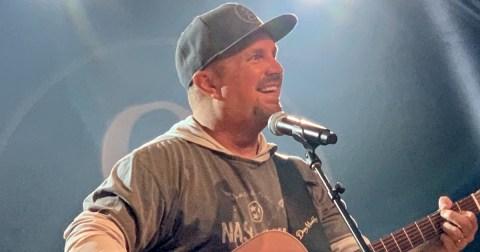 Garth Brooks Dive Bar Tour