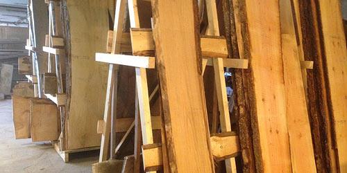 Rå planker til borde