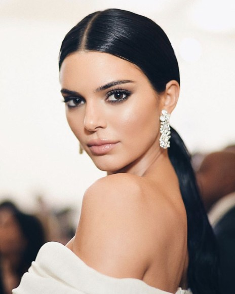 Kendall Jenner looked glamorous in pieces from the new Tiffany Paper Flowers™ collection at the 2018 Met Gala