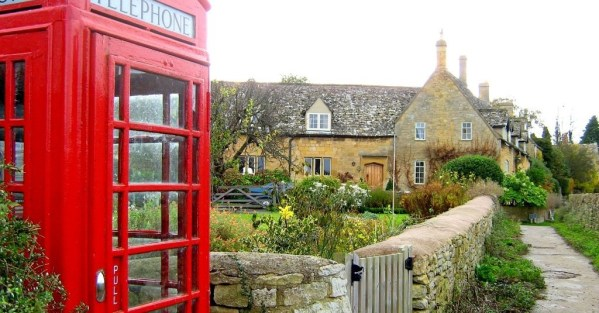 red telephone booth in england