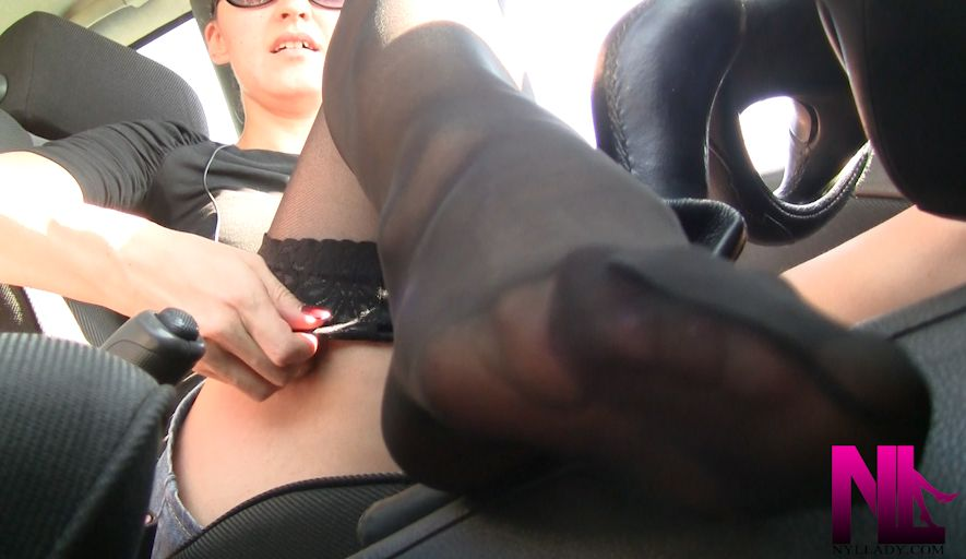 itching-for-a-footjob-in-black-sockings-in-car2
