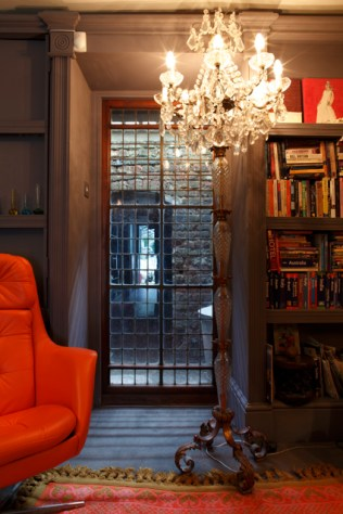 Lots of books make this glamorous room cozy.