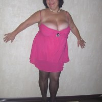 Взрослая с большой грудью дама