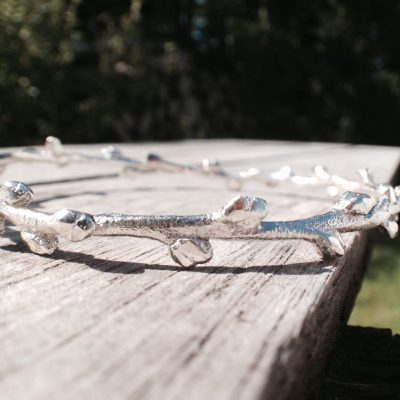 Havtorn armring i blank sølv - lavet af Nynne Kegel - Loenstrup Smykke Design