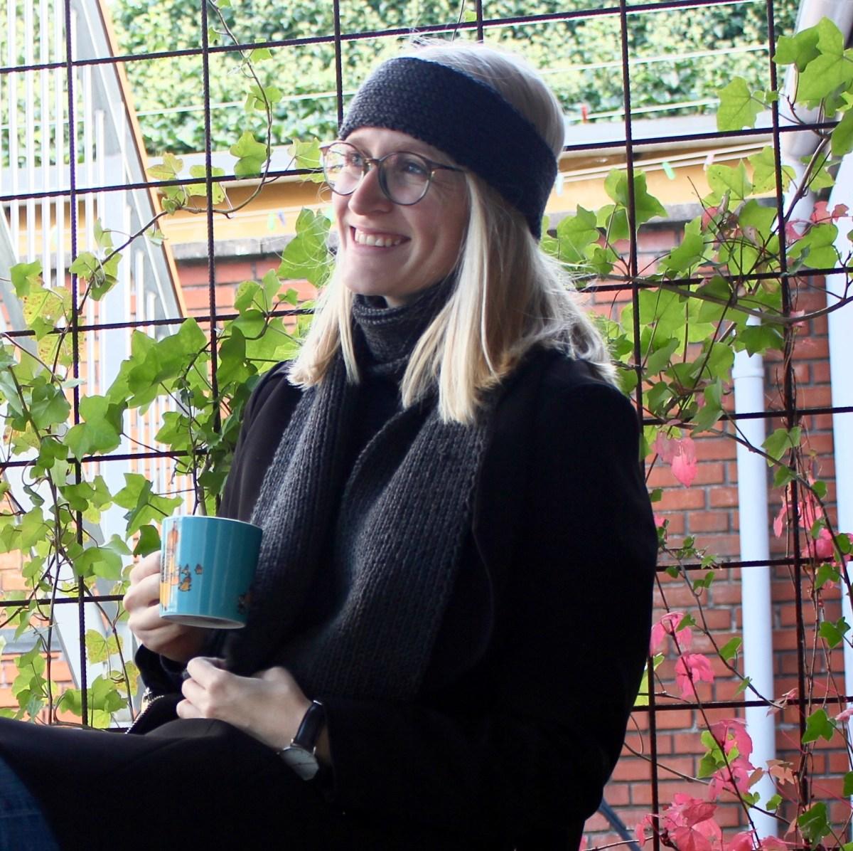 Gå efteråret og kulden i møde: nem strikkeopskrift på halstørklæde og pandebånd