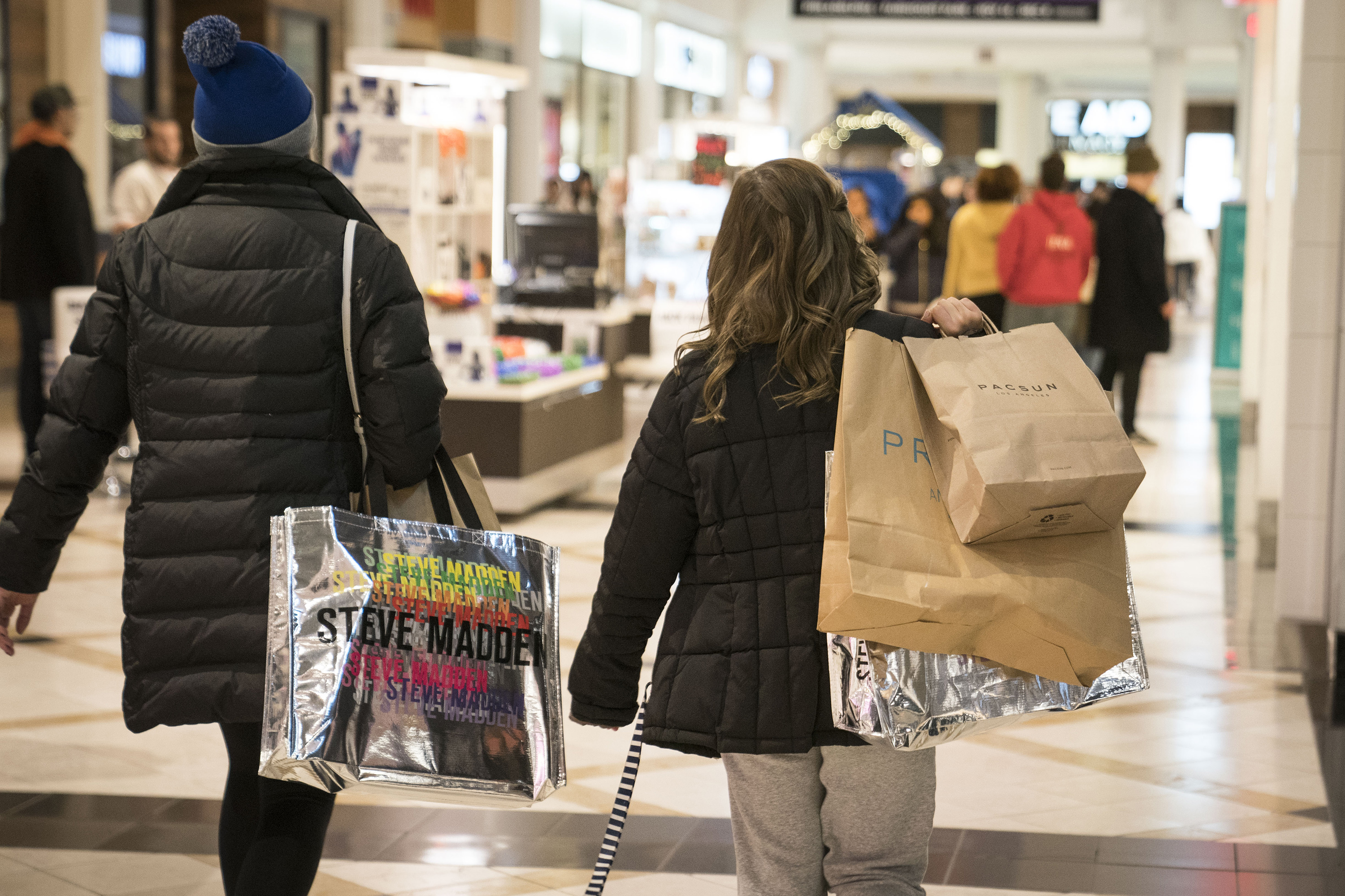 Black Friday: US shoppers spend over $2B online