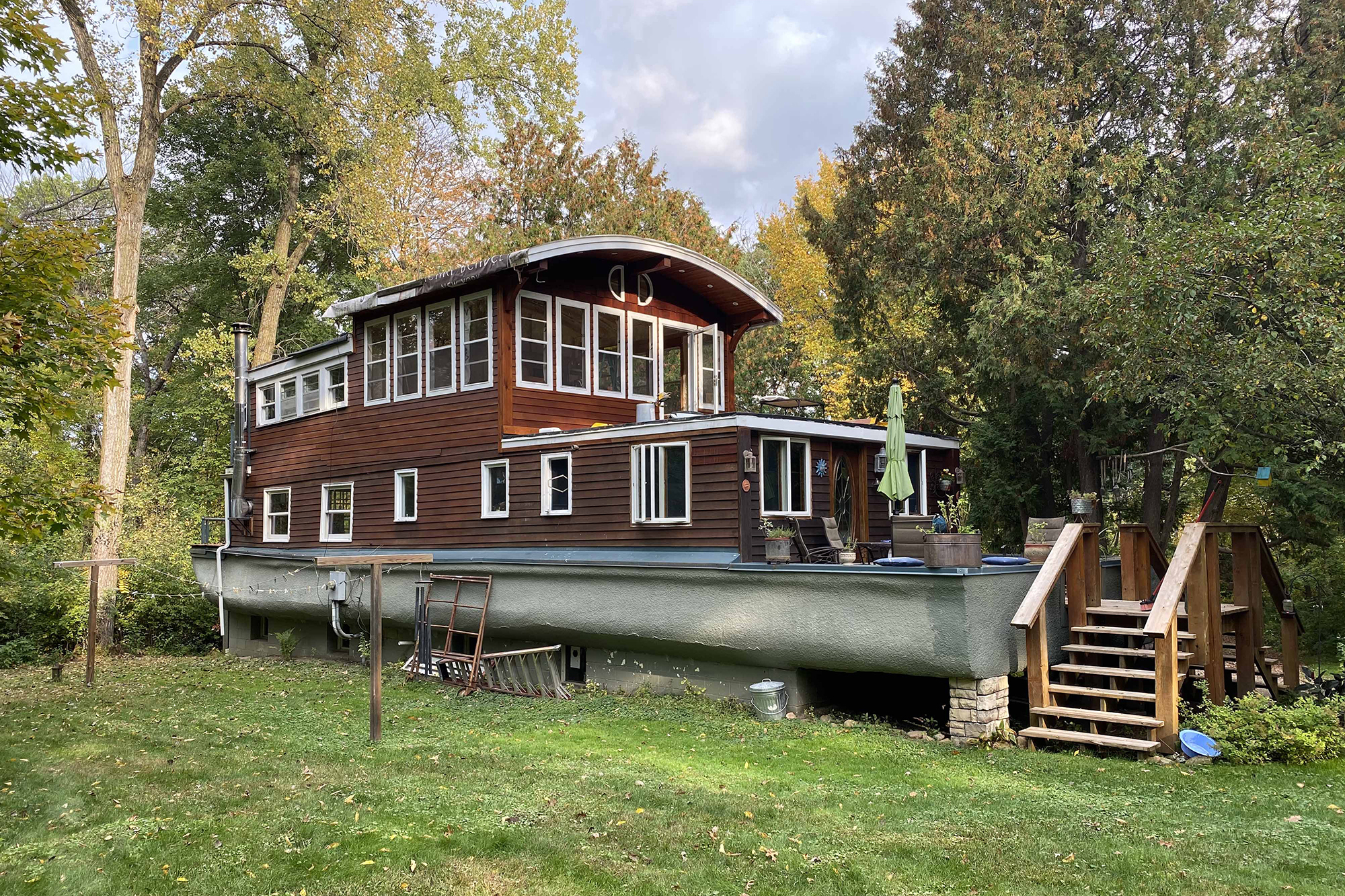 Woman gives tour of wild Minnesota house that was a boat