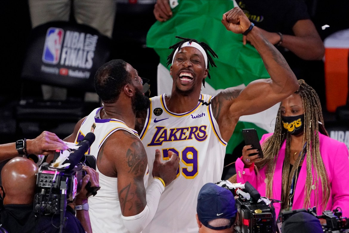 Dwight Howard tweets Lakers fans 'I'm staying' before going to 76ers 1