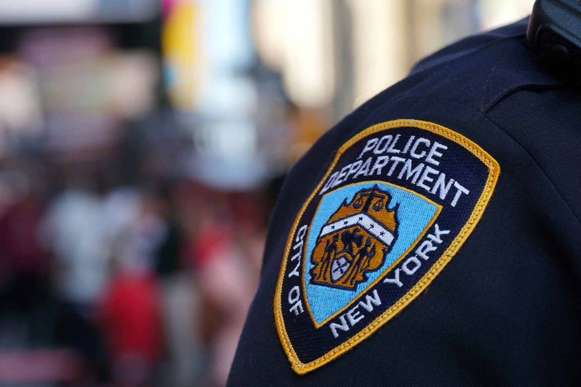 NYPD officer hospitalized after being beaten up by mob in Queens 1