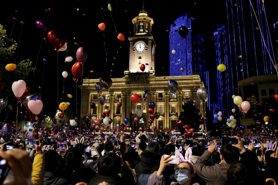 Wuhan, once world's COVID-19 epicenter, celebrates 2021 with large crowds 1