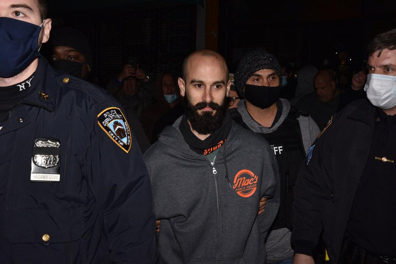 De Blasio calls actions of defiant Staten Island bar owner 'disturbing' 1