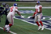 Leaning on running game helped Giants grind out win