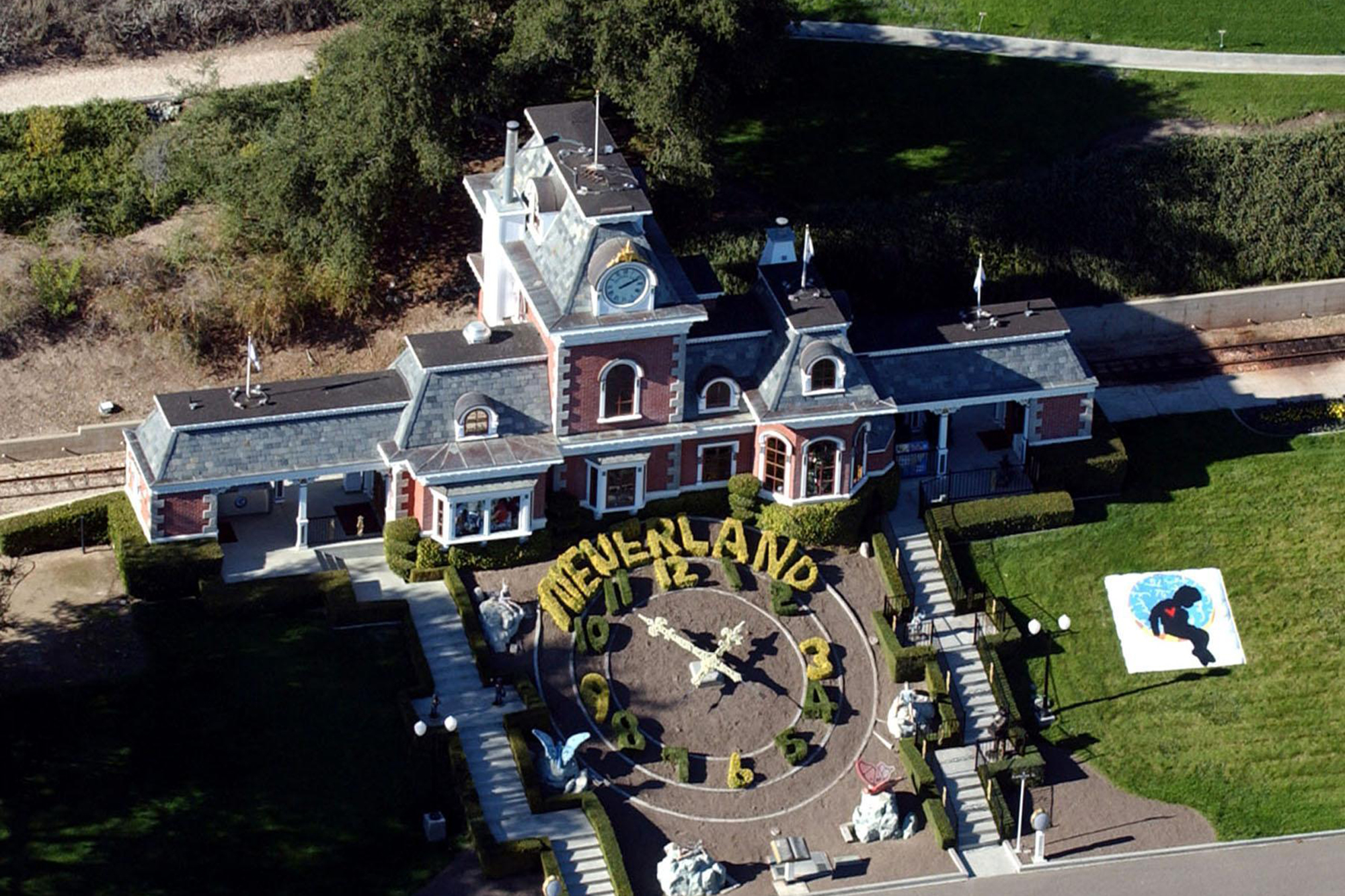 Michael Jackson's Neverland Ranch sells for M