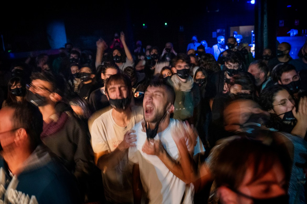 Barcelona hosts concert for 500 residents in COVID rapid-test experiment 1