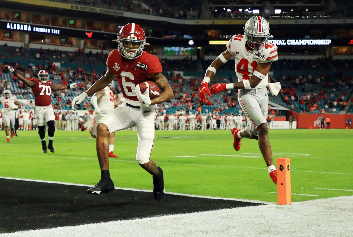 DeVonta Smith unstoppable in first half of national championship game 1