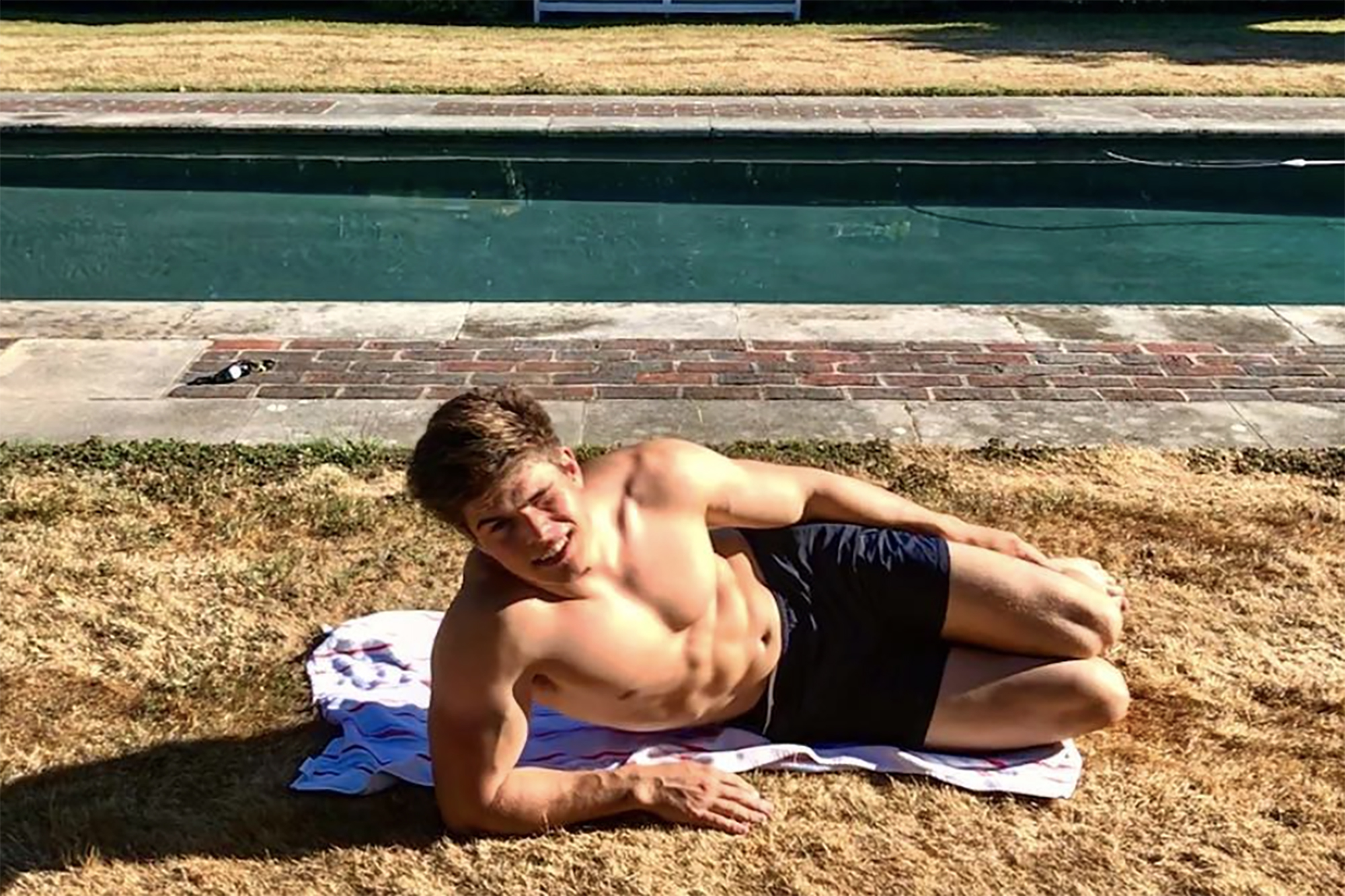 Queen's hot grandnephew Arthur Chatto is fitness royalty