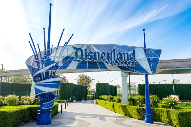 Disneyland to become 'super' vaccination site