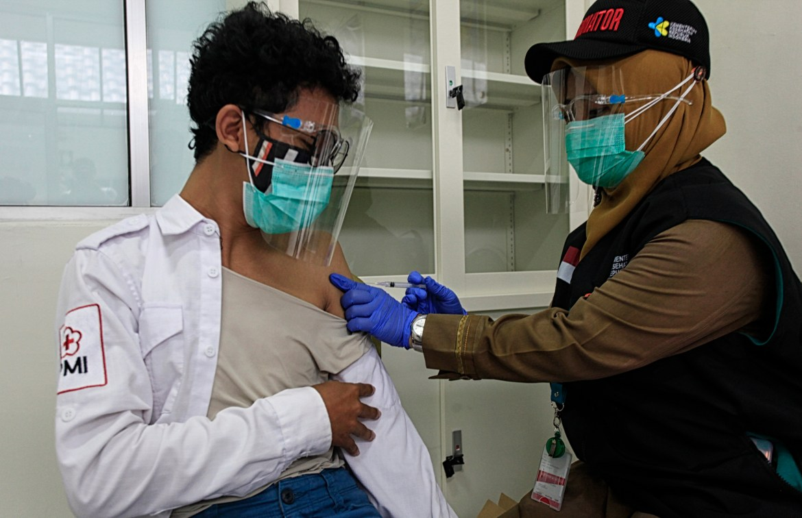 Indonesia plans to give working adults COVID-19 vaccine before elderly 1