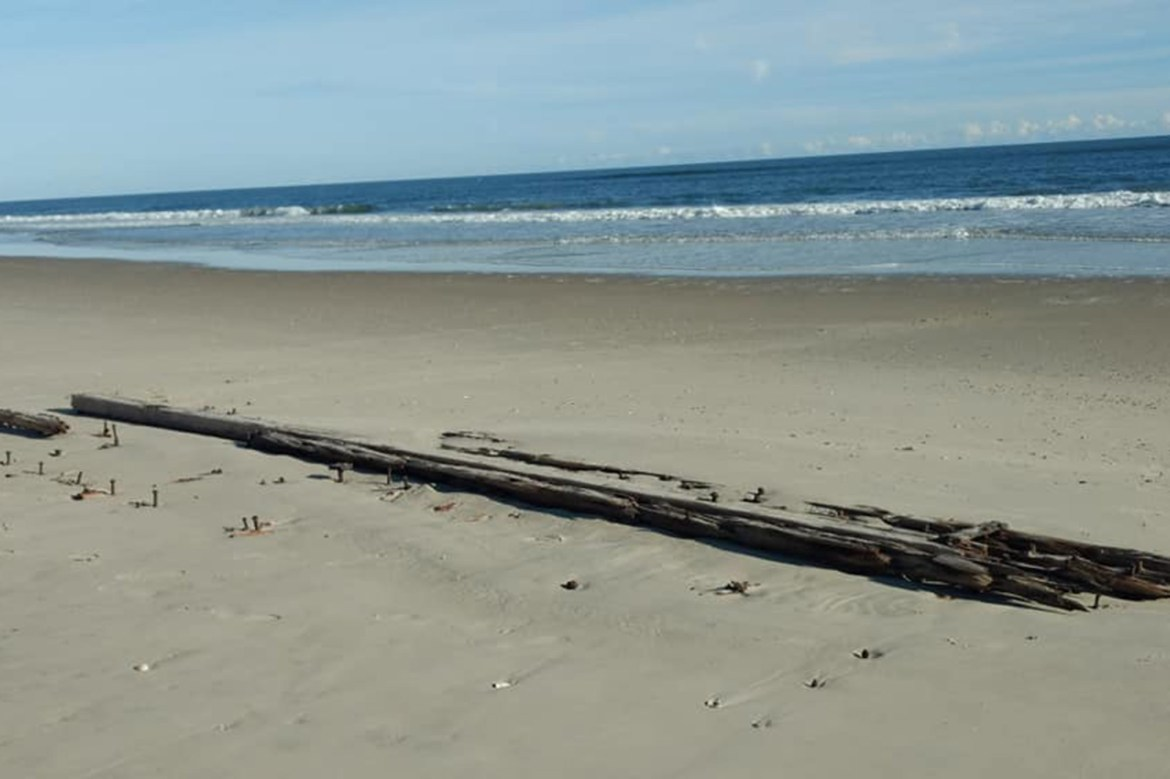 Mysterious shipwreck emerges from the sands of North Carolina beach 1