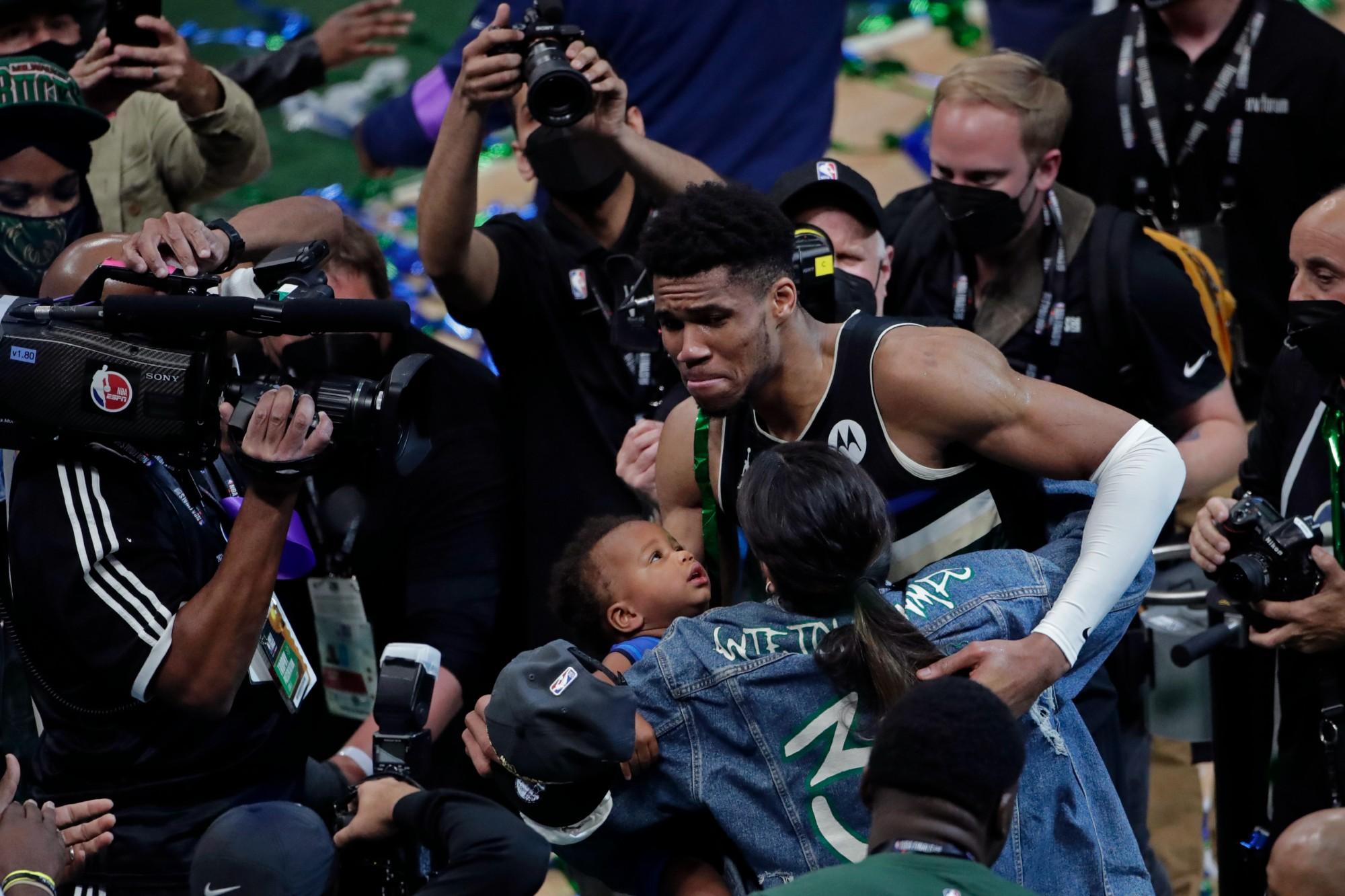 APTOPIX_NBA_Finals_Suns_Bucks_Basketball